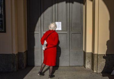 CORVID-19 hands closing Orthodox Synagogue