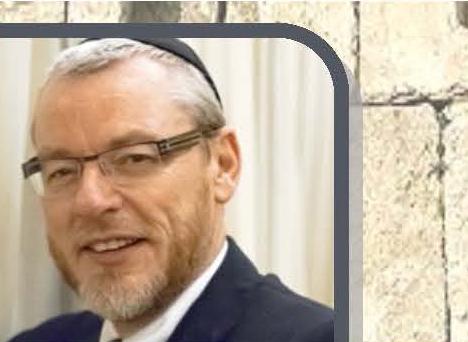 Rabbi Rubenstein leading Kinos on Sunday